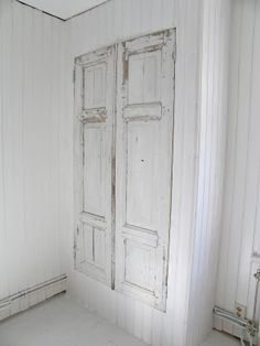 Home Decoration Cheap Ideas Code: 5552262940 Old Wood Doors, Salvaged Doors, Rustic Furniture, Diy Furniture, Build A Closet, Shabby Chic Homes, White Houses, Bedroom Storage, Rustic Interiors