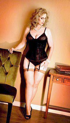 An appreciation of bottoms framed by garters. Stockings, Bodycon Dress, Lingerie, Legs, Silk, Beauty, Dresses, Appreciation, Heaven
