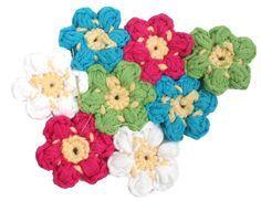 Der Frühling ist da, alles blüht – warum eigentlich nicht nicht auch einen Blütenteppich fürs Zuhause haben? Egal ob Bad, Kinderzimmer oder wo auch immer Eure Wohnung ein buntes i-Tüpfelchen ve