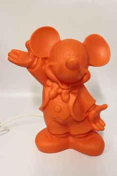 Dekolampe Mickey Mouse in der Farbe Orange der Fa. Heico  Abmessung ca. H=33,5 cm B=27 cm T=16,5 cm Beleuchtung 230 V 50 Hz E14 max 10 Watt CE Kabel Weiß Neuware, Lieferung ohne Leuchtmittel !