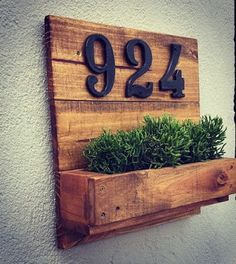 Small Furniture, Home Decor Furniture, Diy Home Decor, House Number Plaque, House Numbers, Wooden Wall Art, Wooden Diy, Decoration Entree, Home Signs