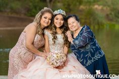 No matter how little or big the party is, saving is always an interest of ours. Check out the next 10 tips on how to celebrate a Quinceanera on a budget: Pretty Quinceanera Dresses, Quinceanera Planning, Quinceanera Themes, Quince Dresses, 15 Dresses, Cute Dresses, Wedding Dresses, Sweet 16 Pictures, Quince Pictures