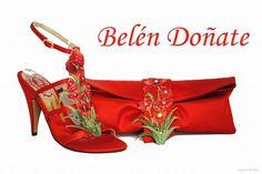 Cada par de zapatos de lujo, se hace por encargo y los adornos se realizan manualmente, por ello nunca salen dos iguales, es lo que hace a cada zapato completamente único.