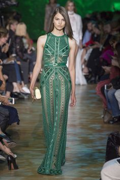 The complete Elie Saab Spring 2018 Ready-to-Wear fashion show now on Vogue Runway. Haute Couture Style, Couture Mode, Couture Fashion, Runway Fashion, Fashion Show, Fashion Design, Paris Fashion, Trendy Fashion, Elie Saab Couture
