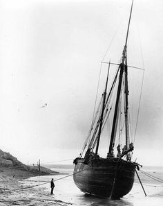 possibly the kind of boat used for fishing in Tudor times? Ketch Ceres waiting for the tide - Bude, Cornwall Vintage Photographs, Vintage Photos, St Just, Abandoned Ships, Classic Yachts, Yacht Boat, Tug Boats, Small Boats, Wooden Boats