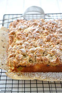 Le crumb cake, c'est l'équivalent du streuselkuchen allemand. Une pâte à cake recouverte de streusel (ou crumble). Parfois juste une seule et même pâte qui sert à la fois de base et de crumble. Et ent