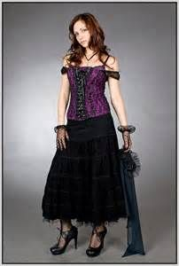 Top Gothic Fashion Tips To Keep You In Style. As trends change, and you age, be willing to alter your style so that you can always look your best. Consistently using good gothic fashion sense can help Goth Wedding Dresses, Dress Wedding, Goth Dress, Mode Blog, Fashion Outfits, Fashion Tips, Fashion Clothes, Style Fashion, Fashion Ideas