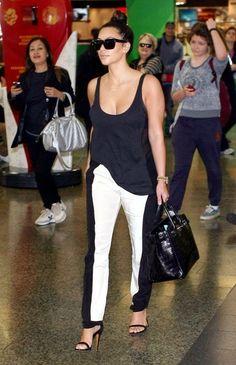 Kim Kardashian Wearing Black and White Pants Kim K Style, Style Casual, Her Style, Celebrity Dresses, Celebrity Style, Black And White Pants, Black White, White Jeans, Celine