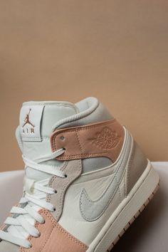 Jordan Shoes Girls, Girls Shoes, Cute Sneakers, Sneakers Nike, Sneakers Fashion, Fashion Shoes, Girl Fashion, Aesthetic Shoes, Aesthetic Fashion