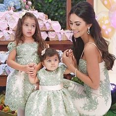 Princesses and Queen  Parabéns minha Princesa Antonella  pelo seu primeiro aninho! Obrigada minha lindona @daniredetv por nos confiar em vesti-las nesse dia tão especial!  Impecáveis de @atelier_aleli , amo muuuuito  Foto linda da top @catiaherreraemarcelovita www.atelieraleli.com.br Whatsap 19.99955.5500 @ale_carvalhooliveira