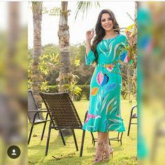 Coleção Primavera/Verão 2019 Lu Modas Vestido Floral Com Cinto Ref.1694 Queen Dress, Dress Patterns, Dress Skirt, Ideias Fashion, Bandeaus, Womens Fashion, Skirts, Alice, Dresses