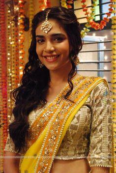 Anjum fakih as Rachita Mathur Indian Tv Actress, Indian Actresses, Actors & Actresses, Tashan E Ishq, Indian Drama, Fairy Gifts, Indian Couture, Saree Dress, Smile Face