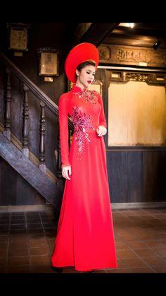 Beautiful Ao Dai   Vietnamese Bridal Dress   Stunning Vietnamese Ao Dai