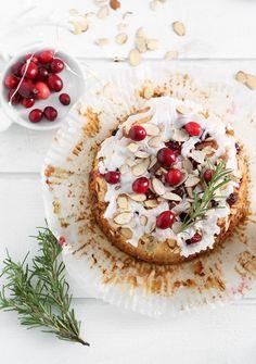 Cranberry Almond Coffee Cake | Sprinkle Bakes Just Desserts, Delicious Desserts, Dessert Recipes, Yummy Food, Drink Recipes, Yummy Recipes, Cake Recipes, Cranberry Almond, Cranberry Recipes