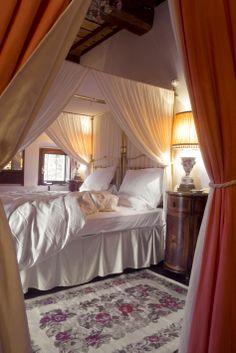 Elena Room in the Papal Villa - Relais La Suvera, Tuscany