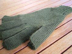 Tricot facile – Gants tricotés au point mousse à 2 aiguilles pour adultes Fourniturespour une paire: 2 aiguilles n°2½ et 1 pelote de fil à tricoter assorti (c'est important) Fabricatio…