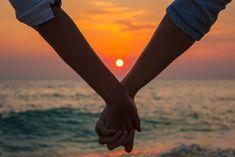 El amor crepuscular es ese amor que llega cuando es el momento adecuado. Has vivido pasiones sin fin y tu corazón necesita el reposo tranquilo del cariño