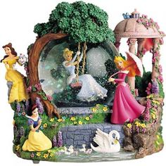 Welcome to the Collectors Guide to Disney Snowglobes. Information on over 2900 Disney snow globes. Princesses Disney Belle, Cinderella Disney, Disney Home, Disney Art, Walt Disney, Water Globes, Snow Globes, Deco Disney, Disney Snowglobes
