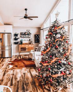 Fall Christmas Tree, Elegant Christmas Trees, Christmas Collage, Christmas Feeling, Colorful Christmas Tree, Christmas Room, Christmas Lights, Best Christmas Tree Decorations, Country Christmas Trees