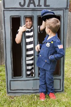 Jail photo booth - Cops and Robbers Party by Sparkling Sweets Boutique… Joint Birthday Parties, 5th Birthday Party Ideas, 4th Birthday, Fireman Party, Cops And Robbers, Cowboy Birthday, Party Guests, Childrens Party, Photo Booth