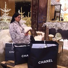 Christmas shopping in lynx