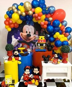 Mickey Mouse party - how to decorate a Mickey Mouse party Mickey Mouse Theme Party, Mickey Mouse Birthday Decorations, Mickey Mouse Crafts, Fiesta Mickey Mouse, Mickey Mouse Clubhouse Party, Kids Party Decorations, 3rd Birthday Boys, Mickey Birthday, Miki Mouse