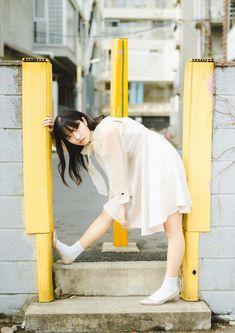 Asian Photography, Model Poses Photography, Minimalist Photography, Amazing Photography, Street Photography, Female Pose Reference, Pose Reference Photo, Street Portrait, Creative Portraits