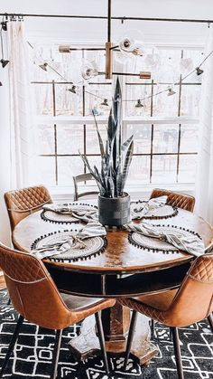 Home Free, Unique Colors, Home Interior Design, Minimalism, Table Settings, Area Rugs, Dining Room, Table Decorations, Apartments