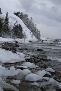 Lake Superior winter shoreline by http://www.paulretherford.com