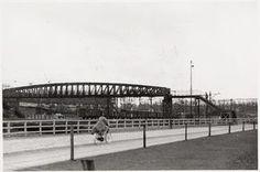 Loopbrug over het spoor ter hoogte van de Soesterweg (1957)