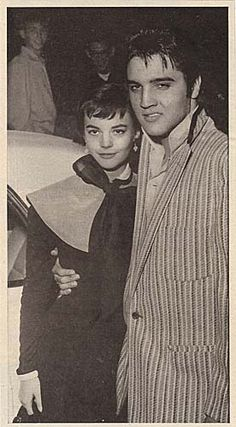 Elvis Presley standing with his arm around a young Natalie Wood in front of what looks to be a car. Priscilla Presley, Lisa Marie Presley, Elvis Presley Family, Elvis And Priscilla, Elvis Presley Photos, Hollywood Stars, Classic Hollywood, Old Hollywood, Hollywood Icons