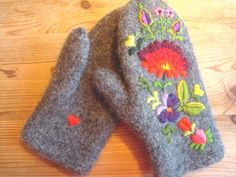 Ravelry: EvaL8's Winter mittens, Dala-Floda. knit, felted & embroidered