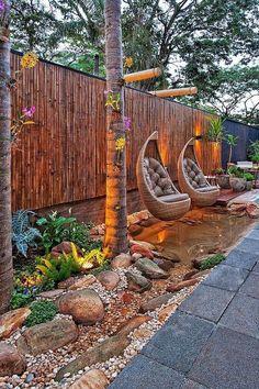 80 awesome modern garden fence design for summer ideas Sloped Backyard, Cozy Backyard, Backyard Seating, Backyard Garden Design, Small Backyard Landscaping, Landscaping Ideas, Backyard Ideas, Patio Ideas, Fence Ideas