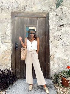 Travel Outfit Summer, Cute Summer Outfits, Trendy Outfits, Spring Outfits, Summer Vacation Outfits, Vacation Fashion, Beach Outfits, Travel Outfits, Europe Outfits Summer