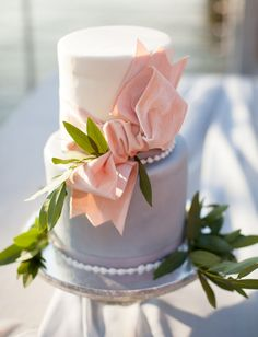 Simple cake with bow decoration