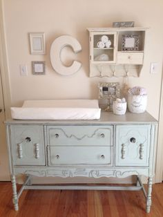 à langer en 19 exemples superbes Shabby Chic Nursery - buffet converted to changing table. Katie ThompsonShabby Chic Nursery - buffet converted to changing table.