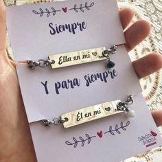 Pulseras para novios - Pull Tutorial and Ideas Matching Couple Bracelets, Couple Necklaces, Initial Bracelet, Bracelet Set, Boyfriend Anniversary Gifts, Boyfriend Gifts, Ideas Aniversario, Mother Daughter Bracelets, Key To My Heart