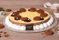 Torta gelato: cake made with freshly made gelato and soft whipped cream. Dinner With Friends, Fresh Cream, Ice Cream Recipes, Confectionery, How To Make Cake, Whipped Cream, Cheesecake, Tasty, Ethnic Recipes