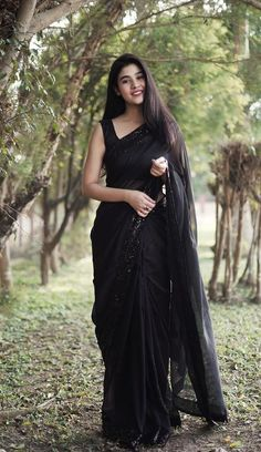 Blouse piece is included. Trendy Sarees, Stylish Sarees, Stylish Dresses, Simple Sarees, Saree Designs Party Wear, Saree Blouse Designs, Black Saree Designs, Saris, Party Wear Sarees Online