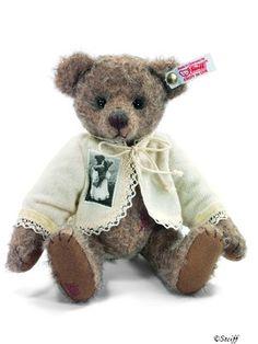"""Steiff """" Anni """" Teddy ...Mohair bear with cashmere jacket ...a darlin ted !! I want her !! Photo via ebay"""