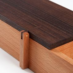 detail wood. BAHK JONG SUN, Organizing tray in beech and wenge wood. R & Company New York