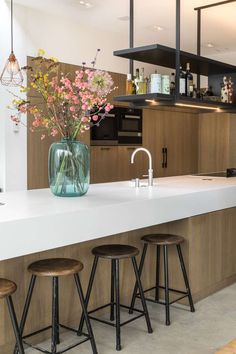 The Best Way To Incorporate Contemporary Style Kitchen Designs At Home Home Decor Kitchen, Kitchen Furniture, Kitchen Interior, New Kitchen, Kitchen Dining, Kitchen Decorations, Island Kitchen, Kitchen Layout, Dining Room