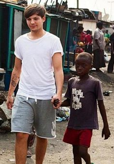 Louis Tomlinson in Ghana