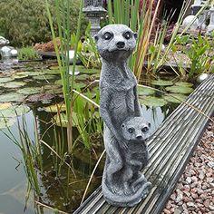 """Die Steinfigur """"Erdmännchen mit Kind"""" ist eine hübsche Gartenfigur aus massivem Steinguss. Die beiden sind"""