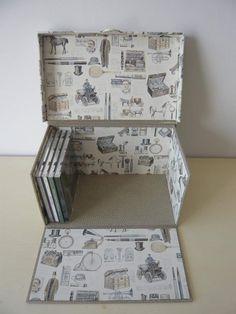 CARTONNAGE - BOITE DE RANGEMENT POUR CD Cardboard Paper, Cardboard Crafts, Paper Crafts, Diy Storage Boxes, Craft Storage, Diy Gift Box, Diy Box, Foam Board Crafts, Carton Diy