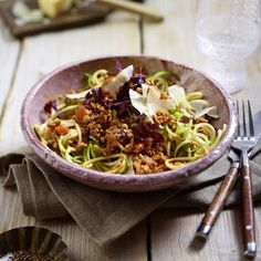 Zucchini-Spaghetti mit Geflügel-Bolognese Rezept