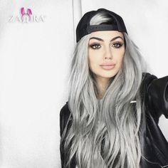 ginizzle Gina Lorena M Gina Lorena, Silver Grey Hair, White Hair, Silver Color, Corte Y Color, Hair Shades, Ombre Hair Color, Hair Colors, Grunge Hair