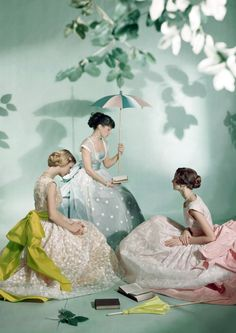 For VOGUE 1948.  Photo: Cecil Beaton