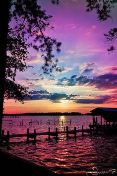 Inspiring sunset natural scenery breathtaking purples, blues over water. Beautiful Sunset, Beautiful World, Beautiful Images, Simply Beautiful, Beautiful Things, House Beautiful, Beautiful Scenery, Absolutely Gorgeous, Natural Scenery
