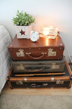 Love vintage cases stacked around the home, flea markets are the perfect place to find these cheaply Guest Room Decor, Guest Bedrooms, My New Room, Decor Interior Design, Home Decor Inspiration, Home Organization, Home Furnishings, Diy Home Decor, Sweet Home